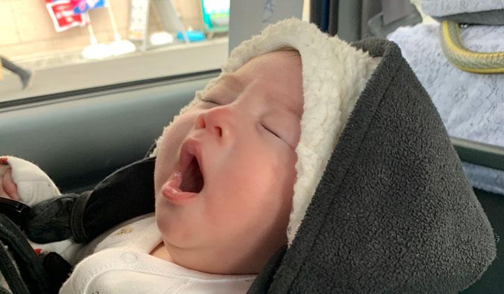 フィリピンの赤ちゃんがピアスを開ける驚きの理由。