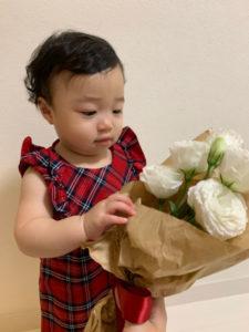 1歳の誕生日の祝い方。花束贈呈。